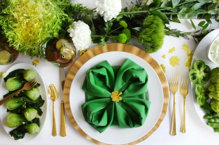 decoración de mesa para el día de San Patrick, como doblar servilletas de papel para navidad paso a paso, decoración de mesa original