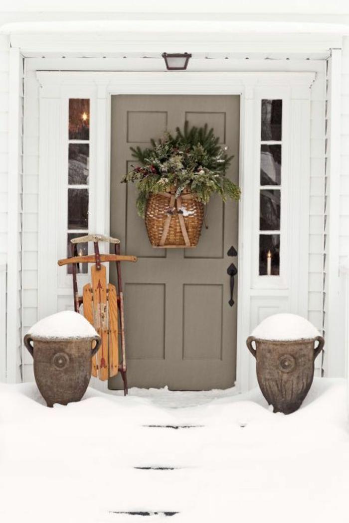 fotos de decoración rústica en tu puerta, motivos navideños originales en estilo vintage, fotos de casas navideñas