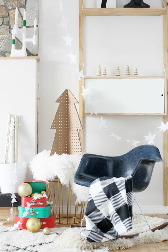ideas geniales sobre arbol de navidad de carton, habitación infantil decorada en estilo moderno, guirnalda navideña blanca con estrellas