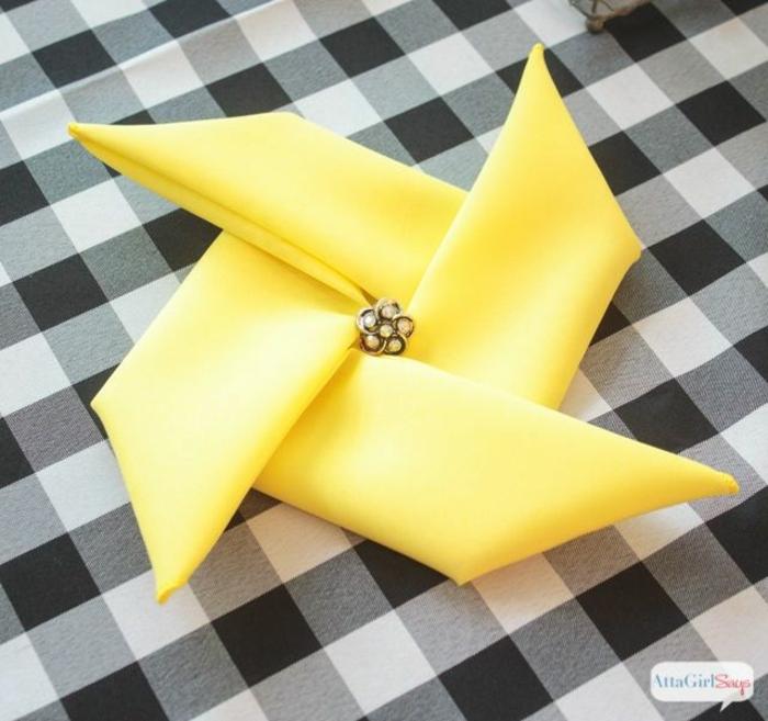 detalles hechos de servilletas de tela, como doblar servilletas de papel para navidad paso a paso, elementos decorativos para la casa