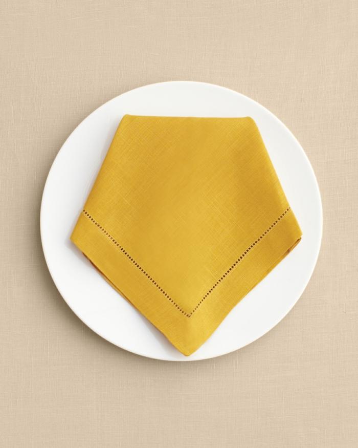 fantásticas ideas sobre como doblar las servilletas para una cena en casa, como doblar servilletas de papel para navidad