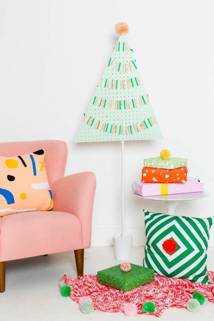 decoración habitación en colores frescos vibrantes, arbol de navidad de carton para decorar el salón, ideas frescas de decoracion