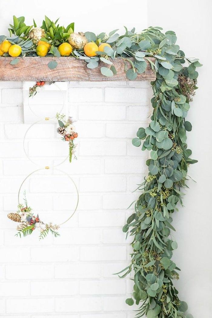 preciosos adornos navideños alternativas al árbol de Navidad, coronas navideñas con bonitos adornos, decoración en estilo rústico