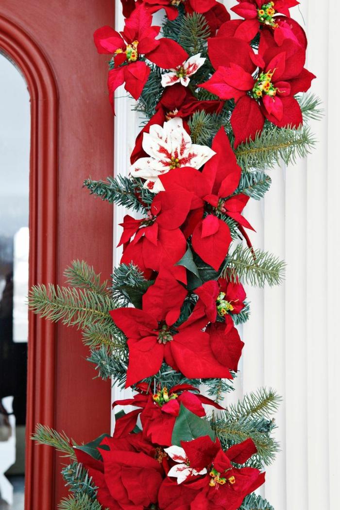 preciosas maneras de decorar la puerta en Navidad, ejemplos de puertas decoradas para Navidad, fotos de casas navideñas