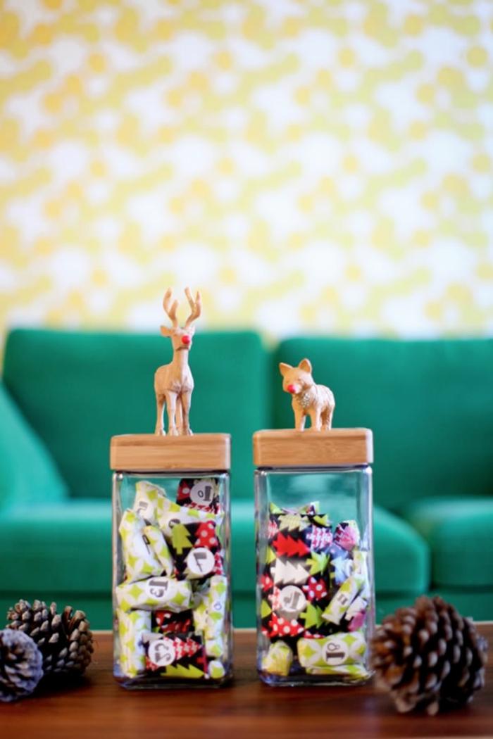 calendario de adviento personalizado para niños y adultos, frascos de vidrio llenos de caramelos con los números del mes
