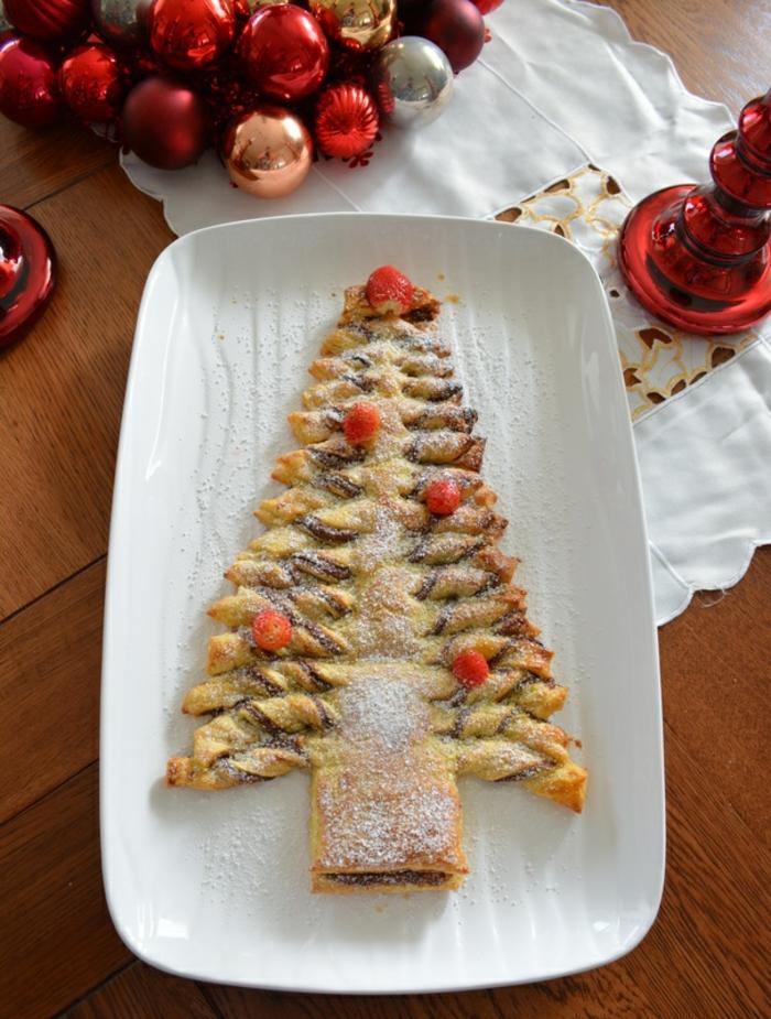 empanada grande con nutella y frutas azucaradas, las mejores ideas de recetas de postres para navidad en fotos