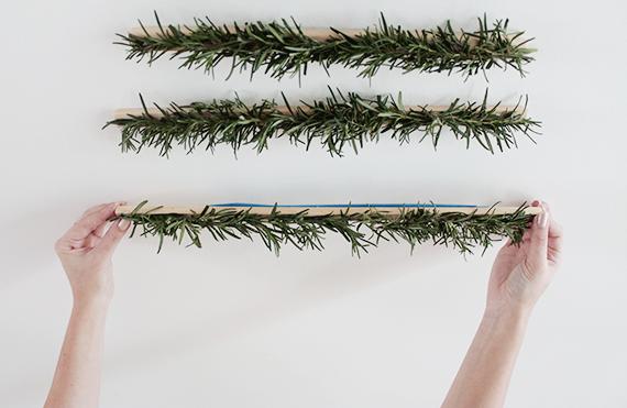pasos para hacer un árbol casero DIY de vigas de madera, fotos de arboles de navidad originales y fáciles de hacer