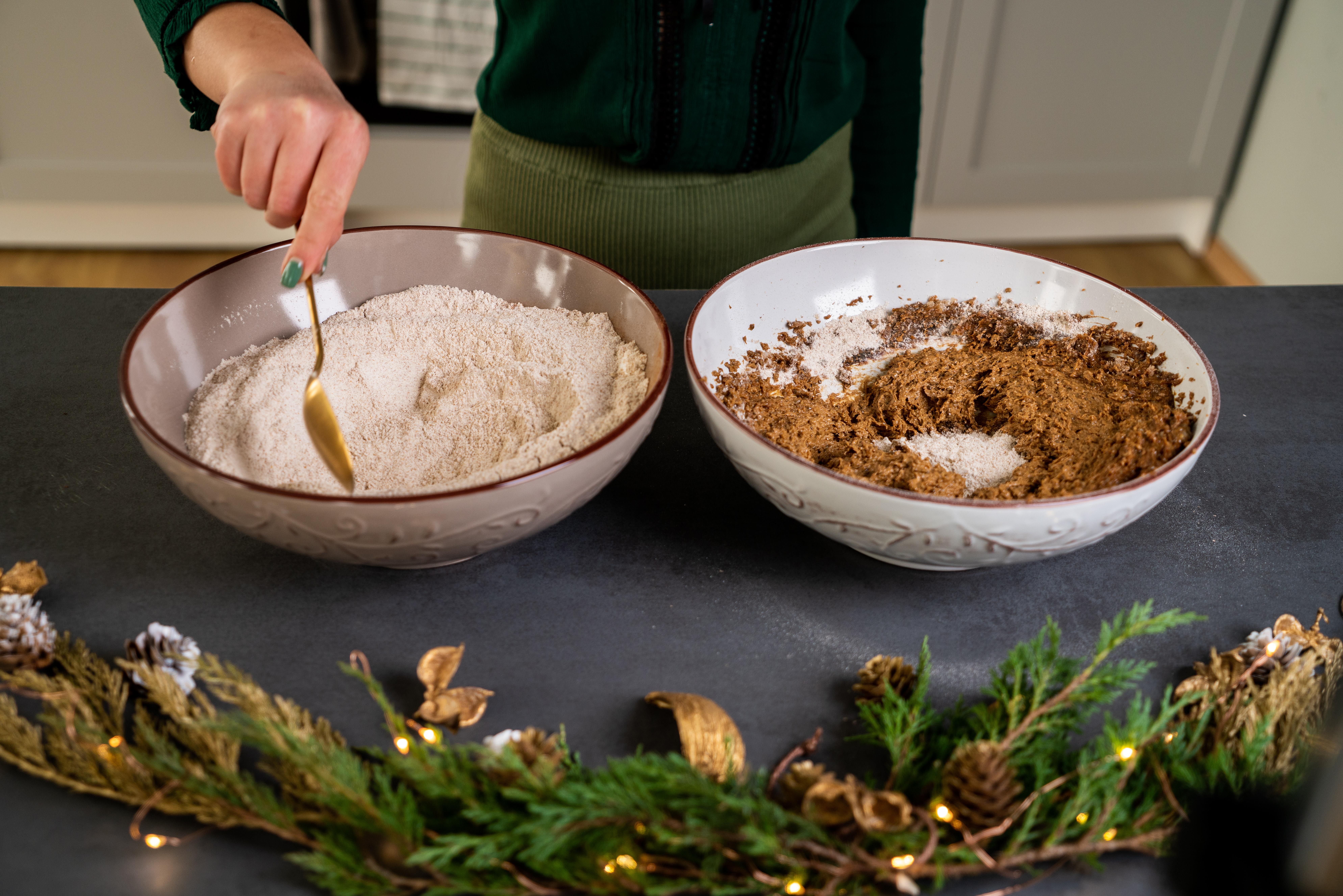 como hacer galletas de navidad caseras en versión saludable, pasos para hacer galletas de jengibre ricas y fáciles de hacer