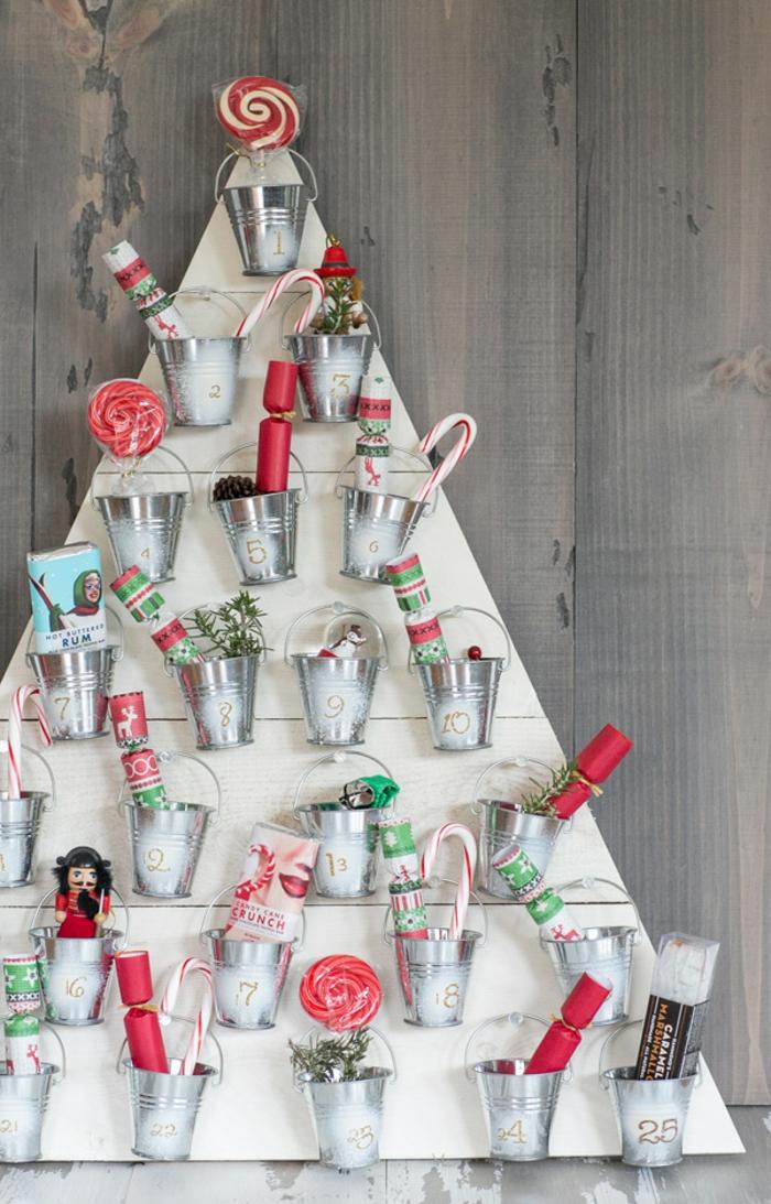calendario de adviento DIY super original, ideas de árboles navideño alternativos, como adornar un arbol de navidad