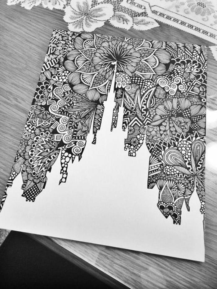 dibujo del castillo de Walt Disney con preciosos motivos florales, ideas de dibujos en blanco y negro simbólicos para redibujar