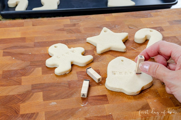 como hacer ornamentos de Navidad de masa de sal y harina, ideas regalos navidad originales, fotos con tutoriales