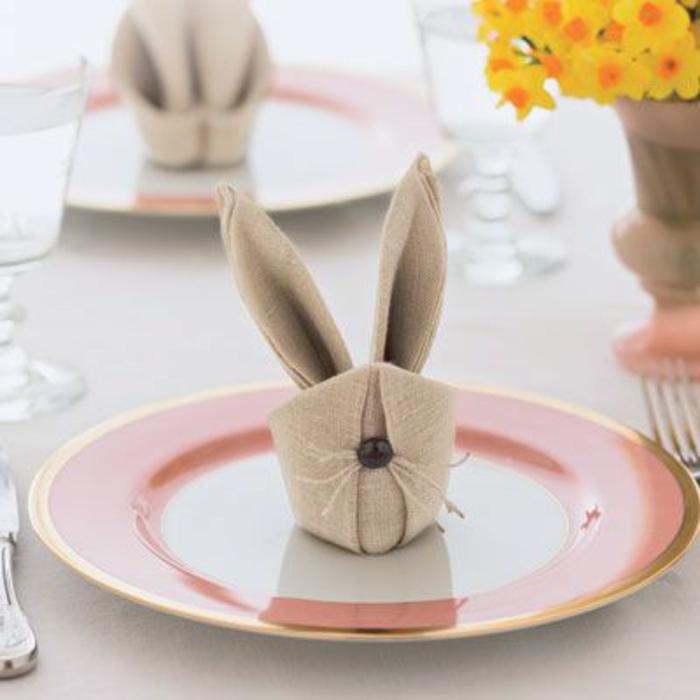 como hacer un conejo de una servilleta de papel, como doblar servilletas divertidas y elegantes para cenas especiales