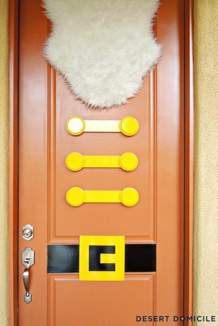 las ideas más originales sobre como decorar la puerta en Navidad, imágenes de manualidades navideñas faciles