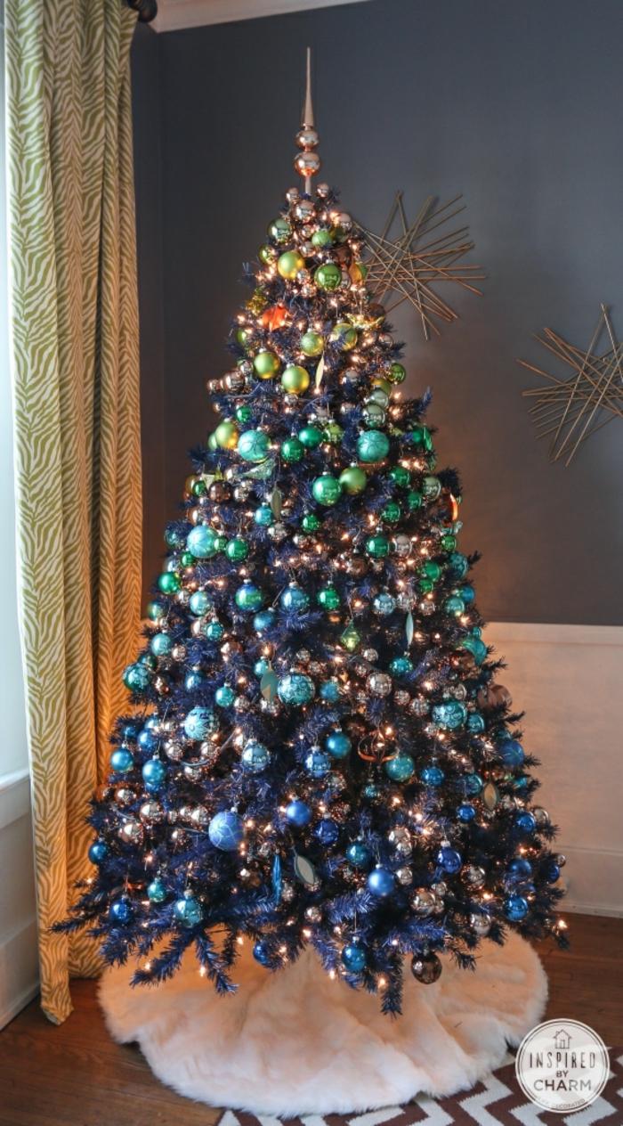 decoración árbol navideño en efecto ombre, arbol de navidad con luces y bolas en los colores del arco iris, decoración Navidad 2019