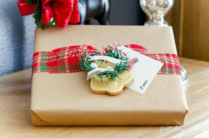 magnificas propuestas sobre como decorar tus regalos, detalles navideños para decorar un paquete, ideas regalos navidad