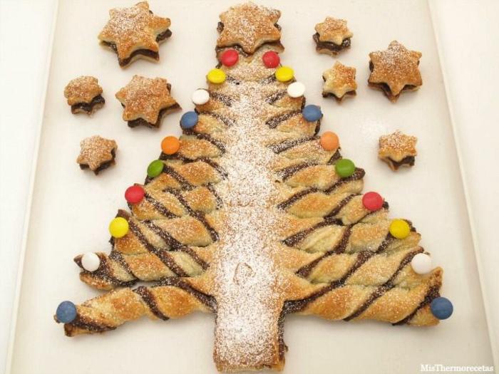 postres caseros personalizados para srprender a tus niños en navidad, árbol de hojladre con nutella y chocolate con caramelos