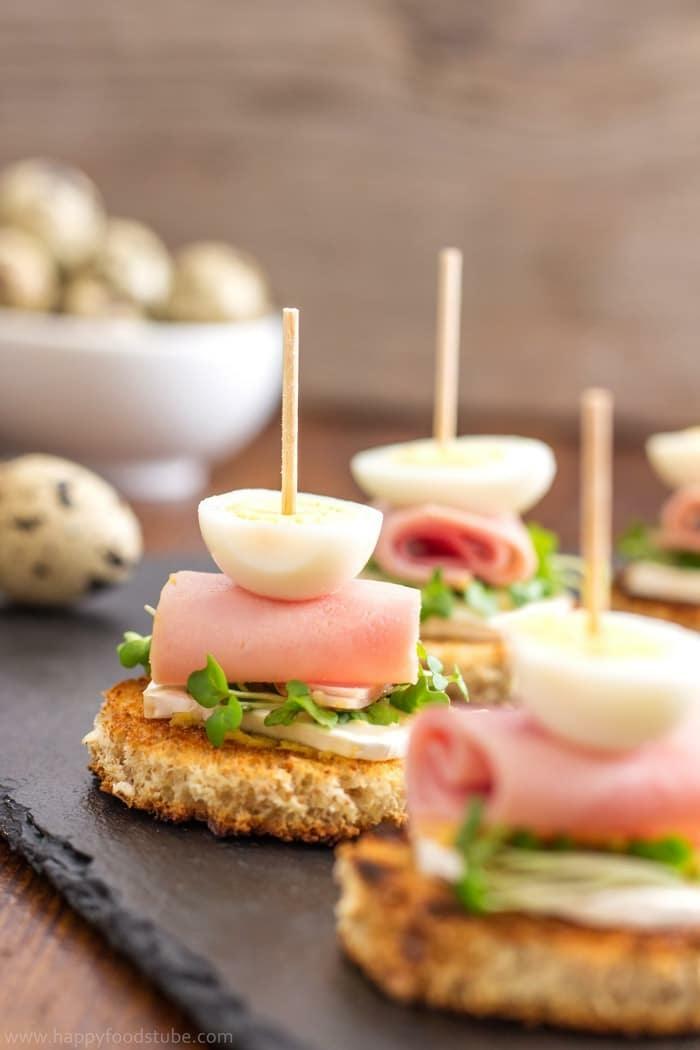 tostadas con queso, verduras, jamón y huevo hervido, mini bocadillos con quesos, jamon y huevos, las mejores ideas de entrantes