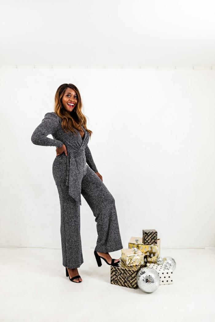 mono reluciente en color plata, las mejores ideas de prendas para vestir en una fiesta de Nochevieja, fotos outfit para fiesta
