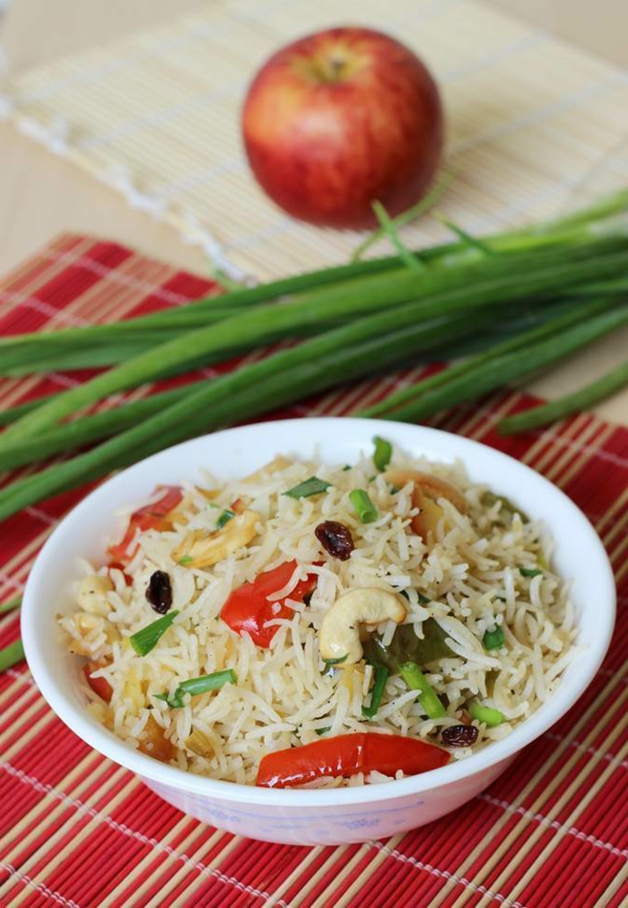 ideas de recetas faciles y rapidas para comer en fotos, arroz con manzanas y verduras, arroz blanco cocido, manzanas