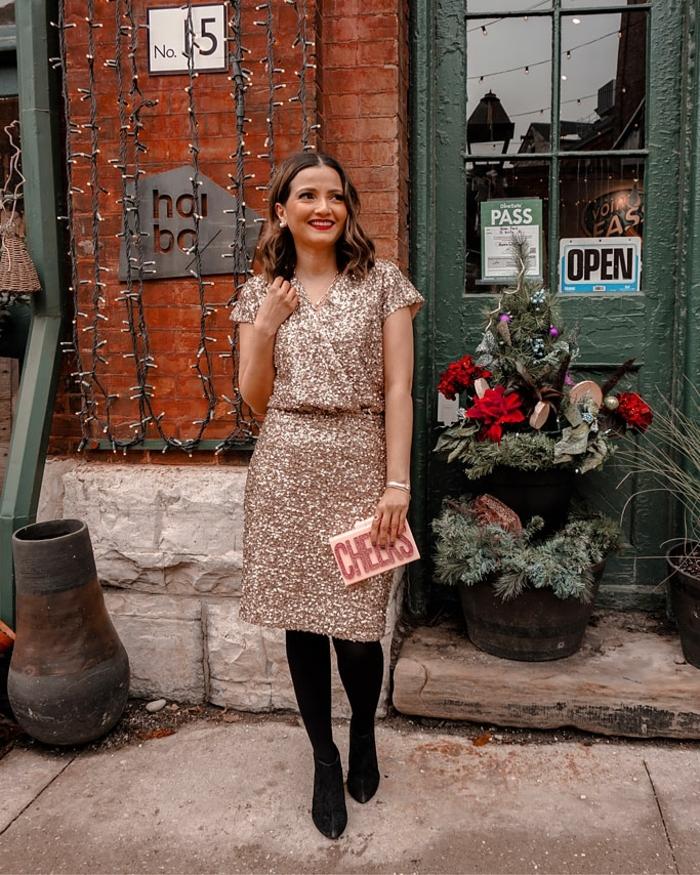 vestido en color cobrizo con brillo, vestidos para fin de año elegantes y bonitos, ideas de tendencias 2019 2020 moda mujer
