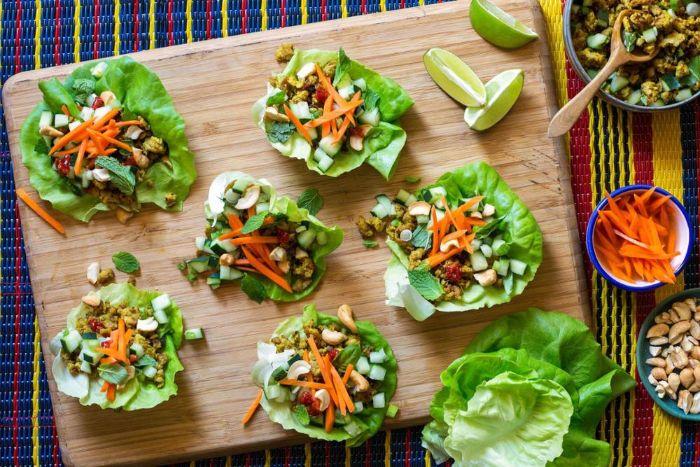 barcos de lechuga con vegetales y nueces, alternativas saludables para tapas y entrantes fáciles, aperitivos para sorprender