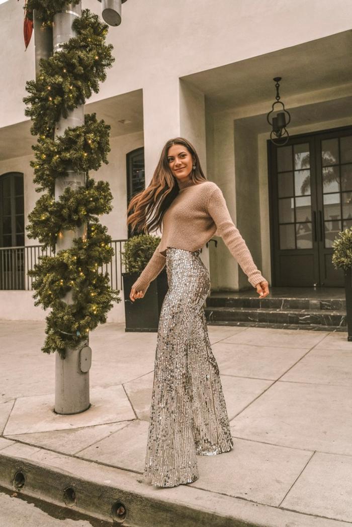 pantalones con brillo en estilo de los años 80, vestidos para fin de año y pantalones modernos para llevar en una fiesta de Nochevieja