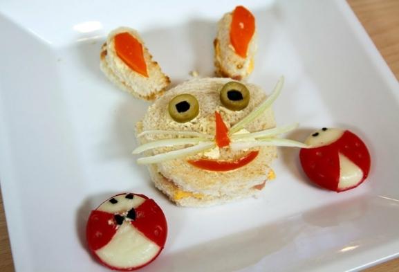 desayunos originales y fáciles de hacer para los más pequeños, bocadillo decorado en forma de conejo, comidas ricas y faciles de hacer