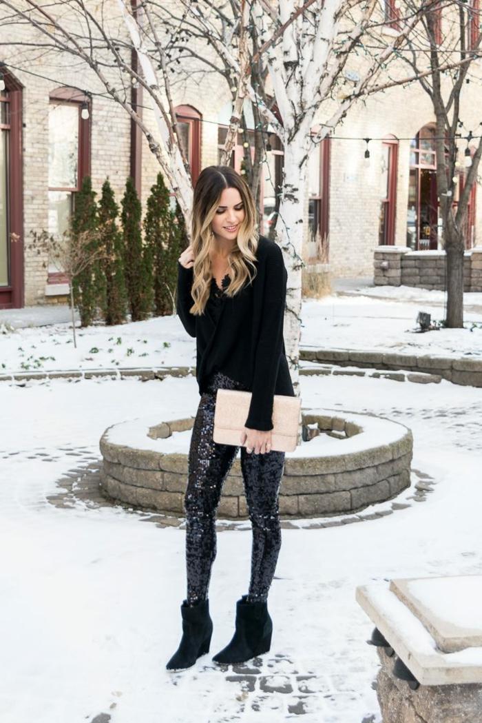 look nochevieja 2019 en estilo casual, como vestirse para ir de fiesta en Nochevieja, pantalón pitillo color negro con lentejuelas