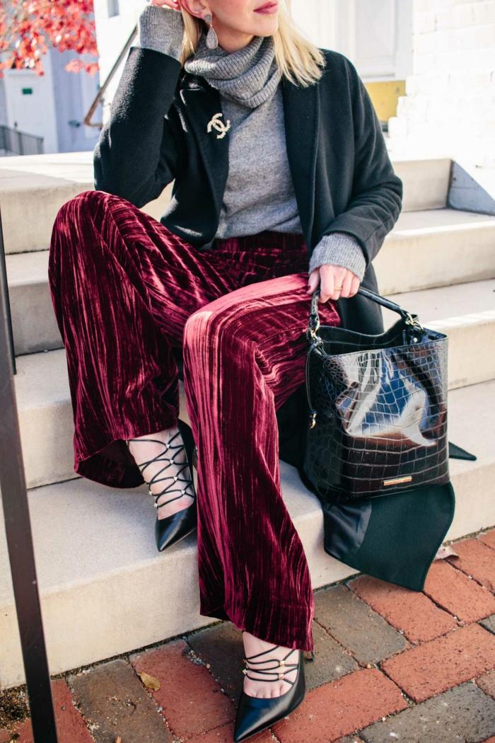 precioso pantalón de terciopelo en color rojo bordeos, ideas de prendas elegantes y sofisticadas para una fiesta de nochevieja