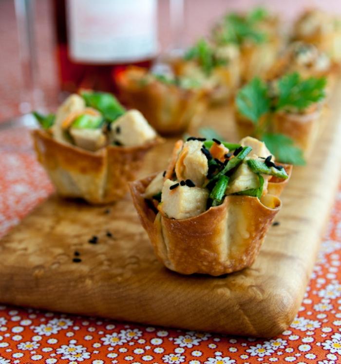 tartaletas con tofu y verduras, canapes faciles y vistosos tu familia, comidas y entrantes navideños fáciles y rápidos