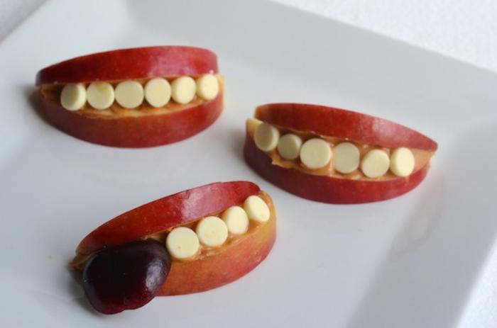 divertidas ideas de comidas ricas y faciles de hacer para los pequeños, aperitivos Halloween originales y divertidos paso a paso