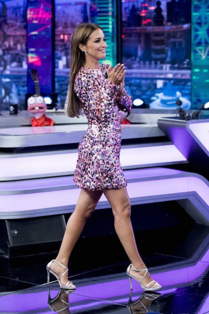 Paula Echevarría con un look glamuroso en Nochevieja 2018, outfit nochevieja original y hermoso, mini vestido con lentejuelas