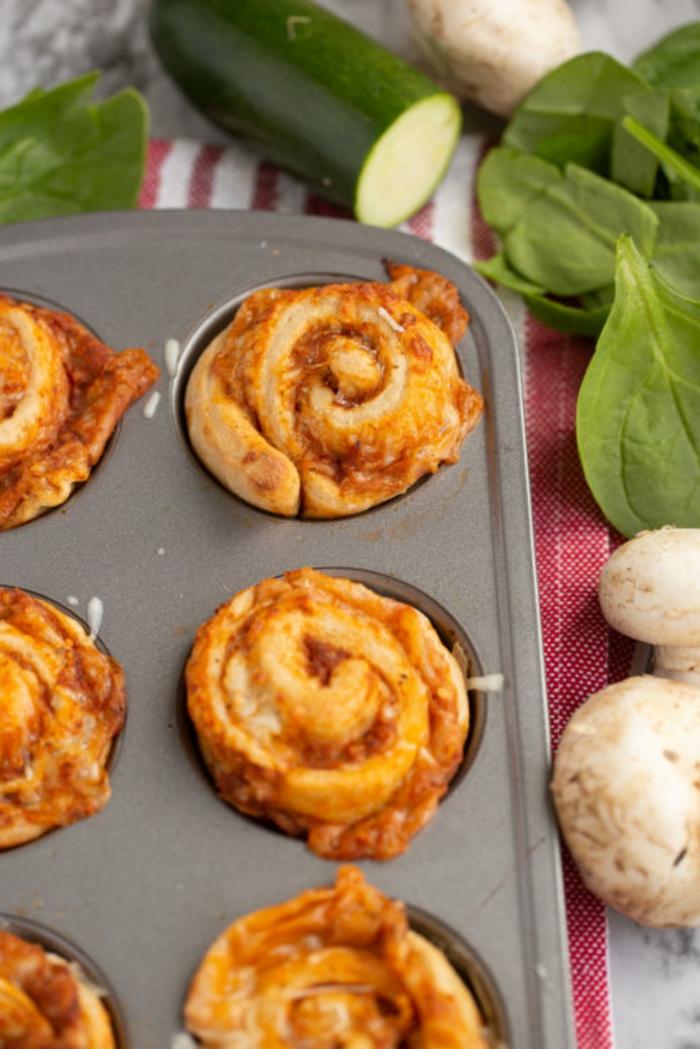 empanadas ricas con salsa de tomates y quesos, ideas de platos para hacer en casa saludables, cenas rapidas para niños