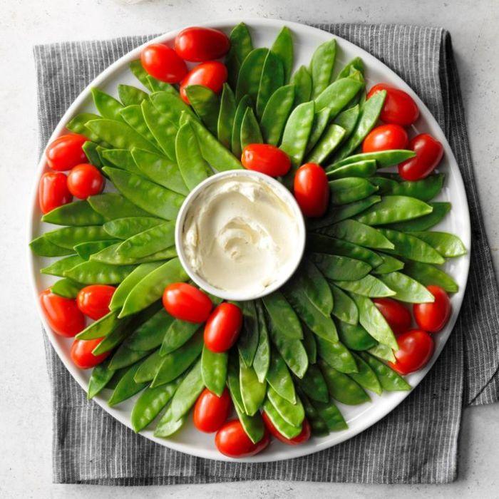 salsa de yogur, tomates uva y frijoles verdes, ricas y frescas propuestas para un picoteo en una fiesta de cumpleaños