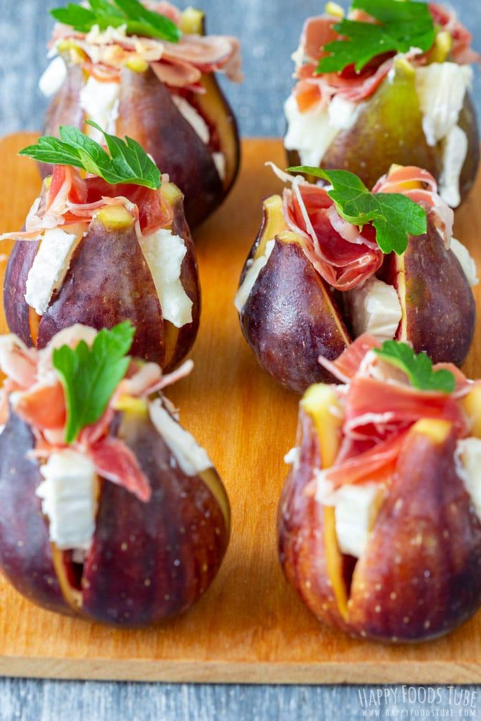 mini bocados con higos, quesos y perejil, ideas de mini bocados para picoteo, aperitivos espectaculares y faciles en fotos