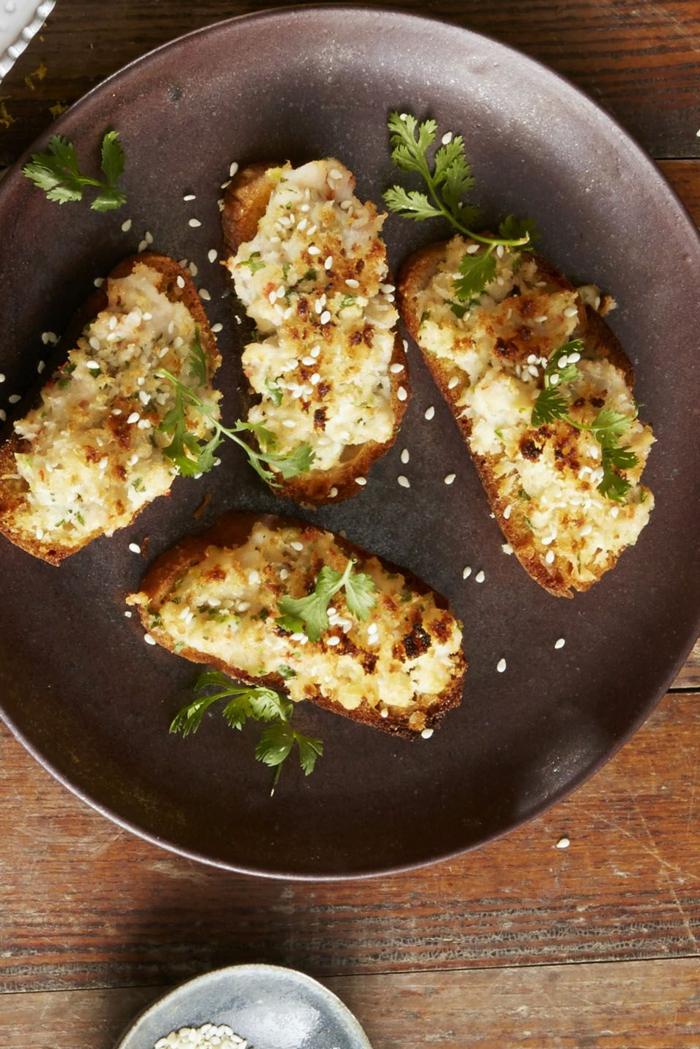 tostadas con gambas, jengibre, ideas de platos para tus invitados, entrantes fáciles y rápidos para invitados destinguidos