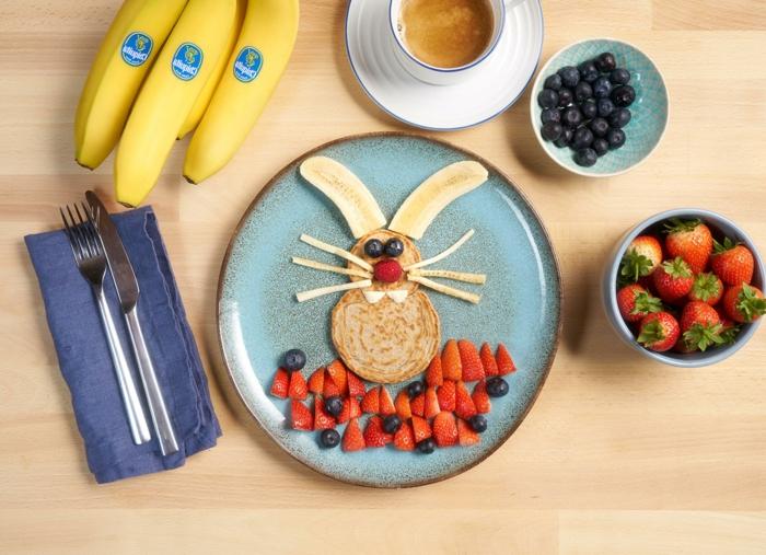 simpáticas ideas de recetas fáciles para niños y saludables, panqueques decoradas con frutas de manera divertida