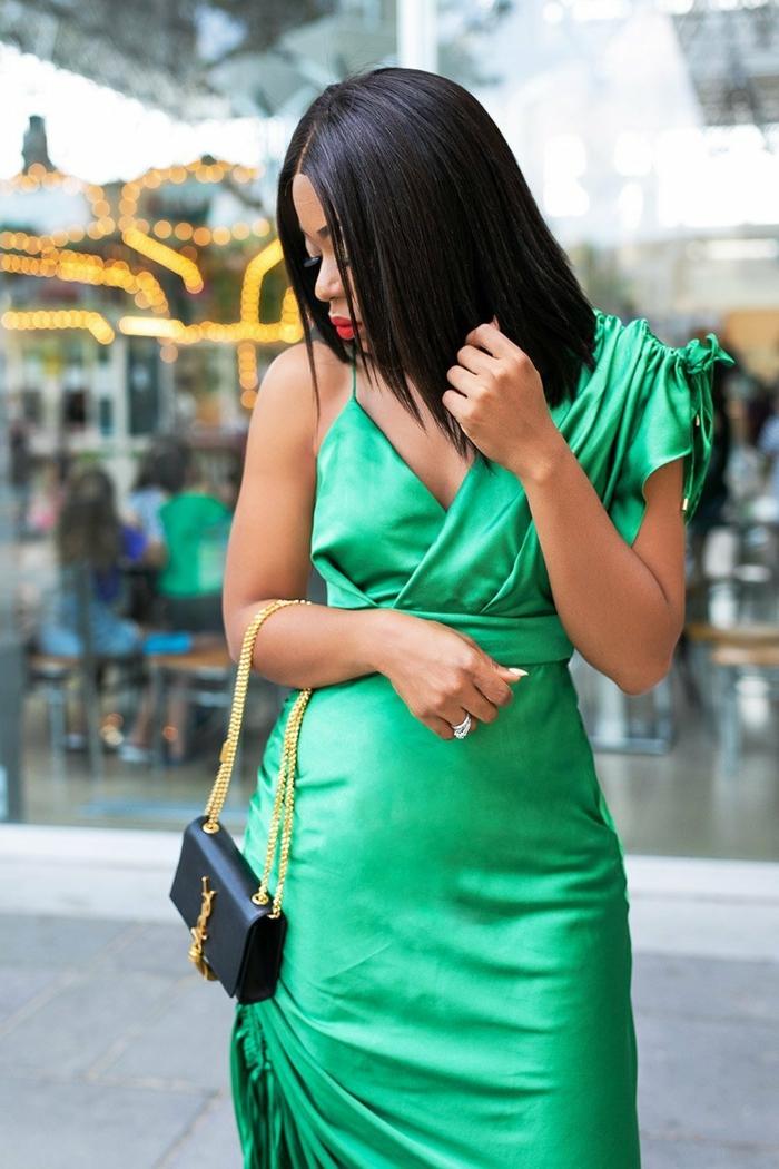 vestido glamoroso en color verde combinado con un bonito mini bolso, ropa nochevieja y vestidos para fin de año