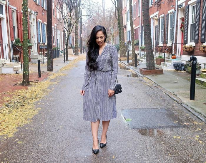 prendas y vestidos para un outfit de Nochevieja, ideas de atuendos para cada tipo de evento, vestido color gris con brillo