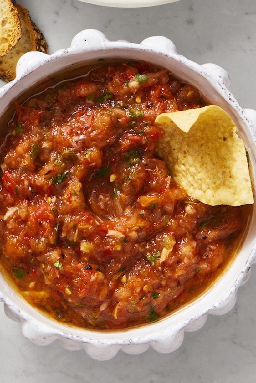 salsa casera de pimientos y tomates con aceite de oliva y ajo, entrantes para toda la familia ricos y sencillos, fotos de comidas