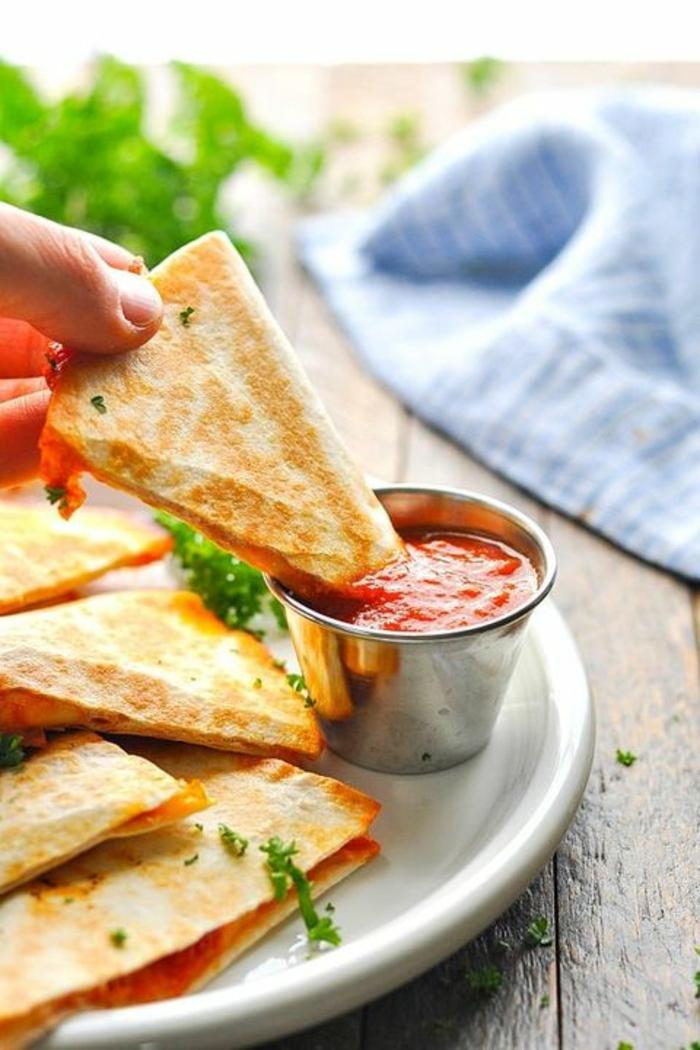 tacos ricos con salsa marinara, ideas de recetas que encantarán a tu niños, fotos con ideas de platos saludables