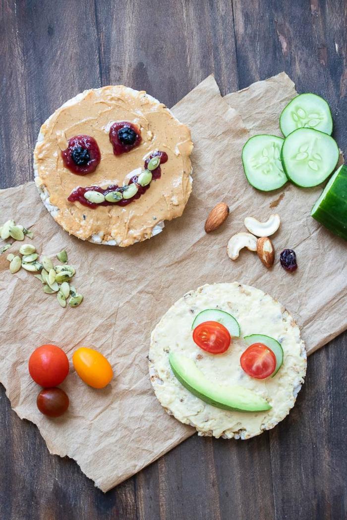 tortitas de arroz decoradas con frutas y verduras, ideas para un desayuno saludable, recetas faciles para cenar en fotos