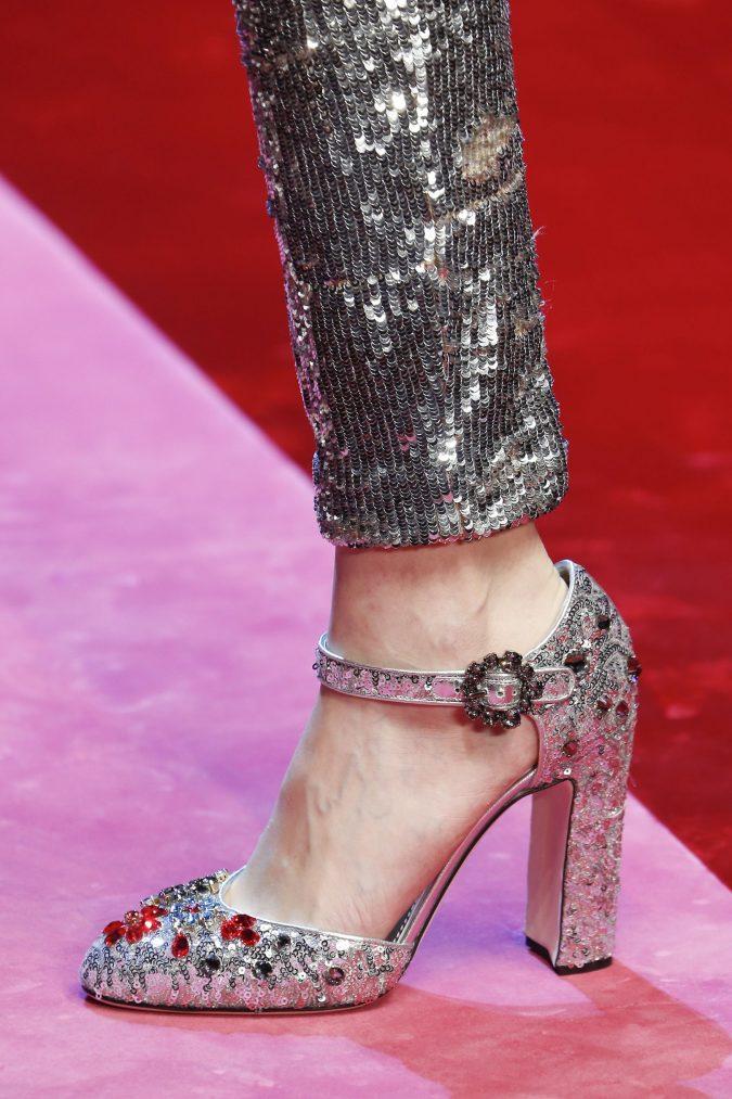 las mejores propuestas de calzado para complementar tu look en una fiesta de Nochevieja, zapatos en colores metalizados