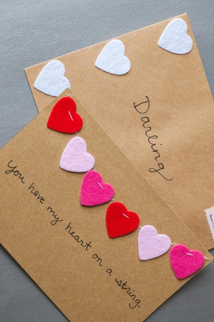 adorables ideas de postales de amor para hacer en casa, tarjetas de papel craft con corazones de fieltro en los tonos del rosado