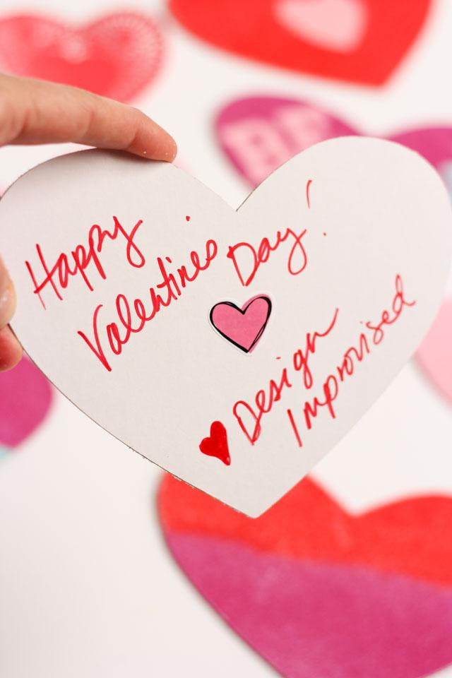 preciosas ideas de tarjetitas de amor hechas a mano, tarjeta en forma de corazón decorada con arena artesanal colorida