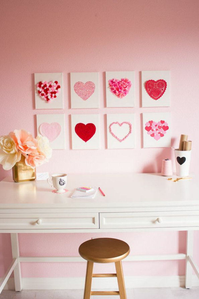 decoracion salon con cuadros originales con motivos para San Valentín, manualidades san valentin con corazones, ideas decorativas DIY