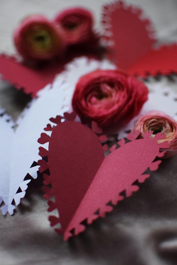 detalles para regalar románticos, postales de amor originales en estilo vintage, tarjetas en forma de corazón en rojo y blanco