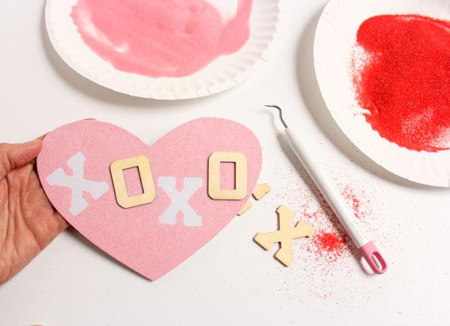 fotos de tarjetas originales y bonitas hechas con arena artesanal, postales san valentin románticos y super bonitos