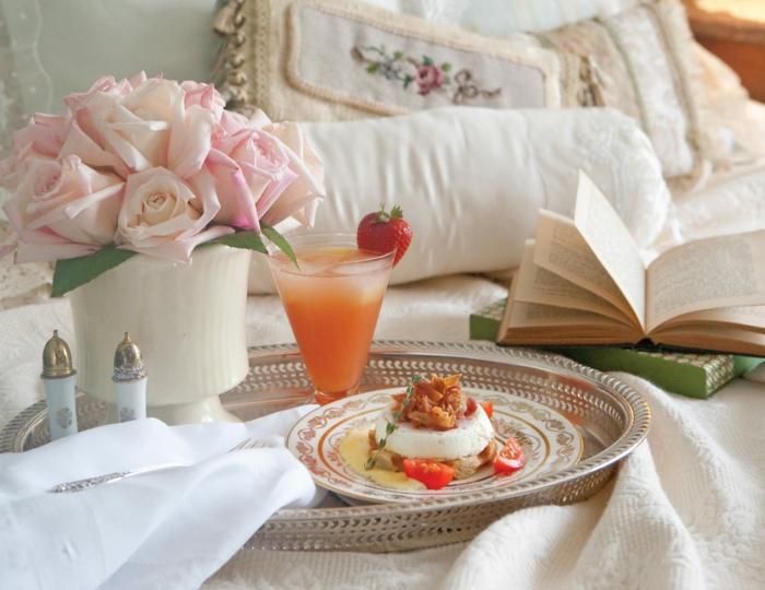 comidas ricas y fáciles de hacer en casa , desayuno romántico en la cama, fotos de desayunos en tableros decorados