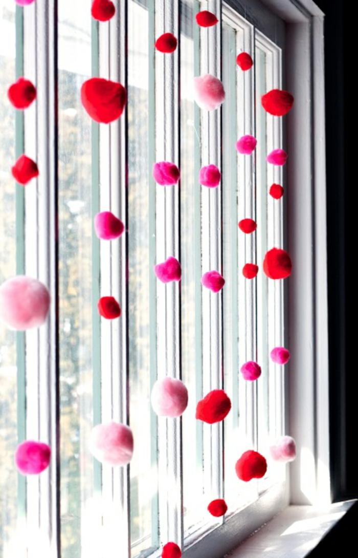guirnaldas de pompones para decorar la ventana, las mejores ideas de fotos de manualidades para decorar la casa
